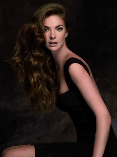 A top brasileira Leticia Birkheuer é estrela da campanha da Revlon Professional, marca de produtos para os cabelos que acaba de ser lançada no Brasil. As fotos foram feitas em Barcelona
