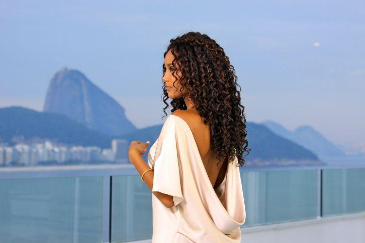 Taís Araújo foi escolhida para ser a porta-voz da linha Elsève Hydra-Max Colágeno, lançamento de L'Oréal Paris para cabelos cacheados