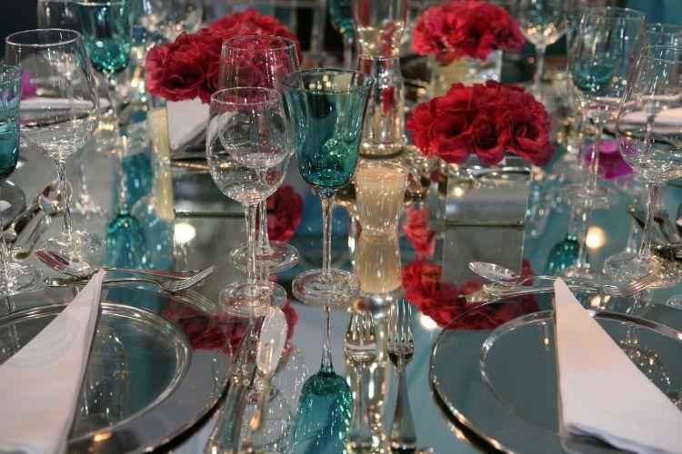 A mesa decorativa é do Buffet Chamonix em parceria com Studio Cris Barbosa Decorações. As empresas trabalham juntas para atender a gastronomia e a parte decorativa das cerimônias (www.chamonixbuffet.com.br )