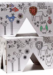 Banquinhos infantis de papel�o da Jaya, que podem ser pintados