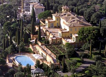 A casa de Lily Safra fica em uma colina de Villefranche-sur-Mer e ocupa um terreno de oito hectares