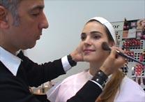 O maquiador Ricardo Cosenza ensina os truques de um make simples e poderoso para o dia-a-dia