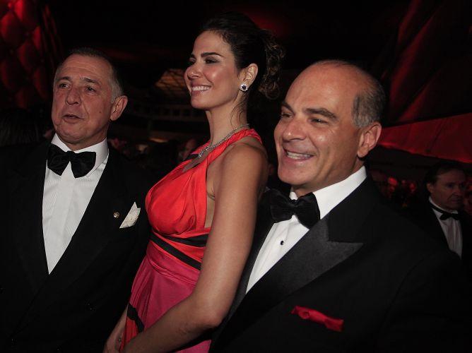 A apresentadora Luciana Gimenez e o marido, Marcelo de Carvalho (à dir.), vão a comemoração de 100 anos da Hípica Paulista, em São Paulo (26/8/2011)