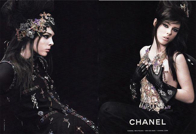 Na campanha da coleção de joalheria da Chanel, em 2008, a top Coco Rocha aparece usando a maquiagem e o penteado de Amy Winehouse que também serviram de inspiração para o desfile de