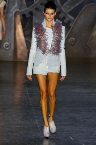 Animale apresenta coleção para o Inverno 2010 e encerra o quarto dia do São Paulo Fashion Week. Na foto, a modelo Isabeli Fontana (20/01/2010)