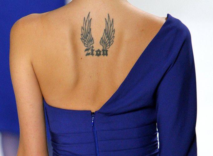 A top brasileira Isabeli Fontana desfila look de Elie Saab para o Inverno 2009/10 no penúltimo dia da semana de Paris (11/3)