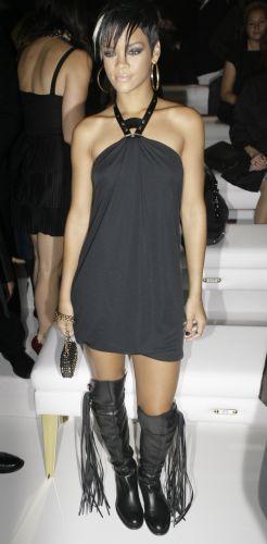 A cantora Rihanna estava entre os convidados do desfile da Gucci em Milão (24/9)