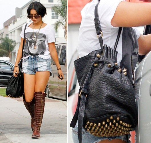 Outra adepta das bolsas do estilista Alexander Wang é a atriz Vanessa Hudgens que, para compor seu visual roqueira-boho, escolheu o modelo tipo saco