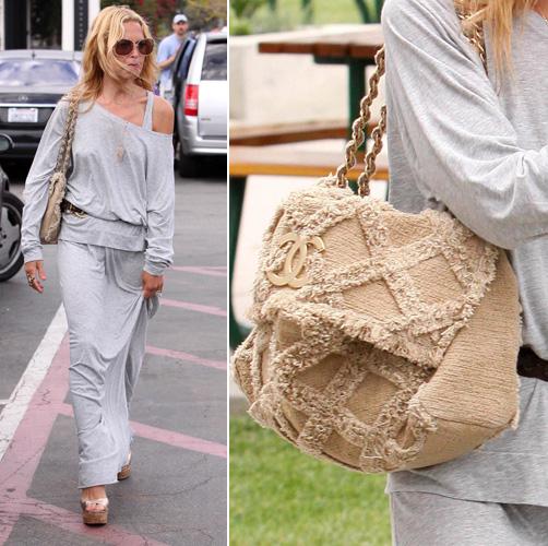 Além de seus modelos clássicos, a Chanel investe em peças que fazem parte de suas coleções sazonais, como o modelo de tecido usado por Rachel Zoe, lançado na temporada de Verão 2010