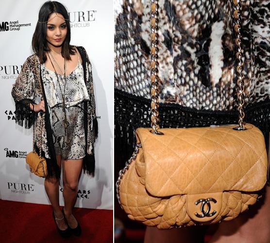 Vanessa Hudgens escolheu uma bolsinha tiracolo caramelo da Chanel para compôr seu visual hippie-chic
