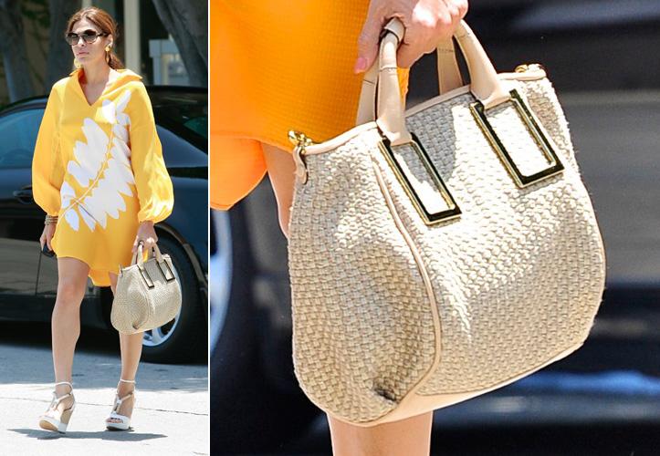 Também é da Chloé este modelo de palha usado por Eva Mendes em seu visual de verão. Apesar do material rústico, a bolsa - modelo
