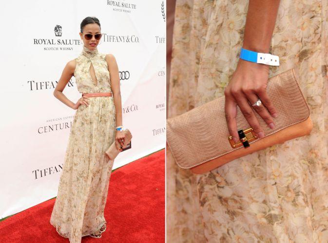 A clutch nude Lanvin usada por Zoe Saldana reforçou o clima romântico do look da atriz