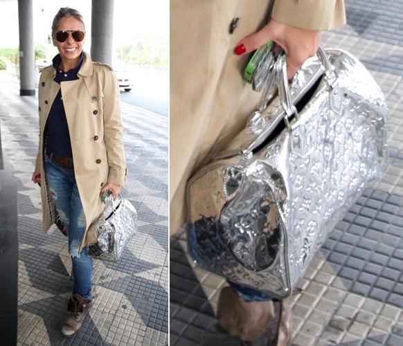 Adriane Galisteu exibe sua bolsa metalizada do modelo