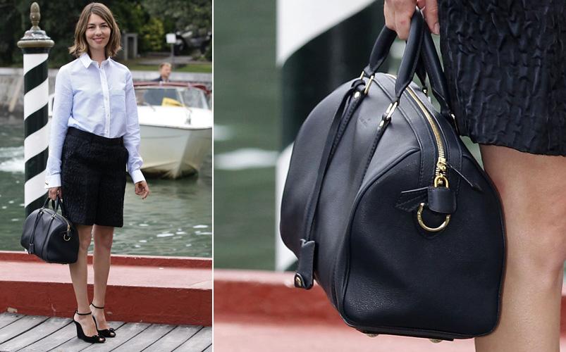 Sofia Coppola usa modelo de bolsa criada por ela em parceria com a Louis Vuitton