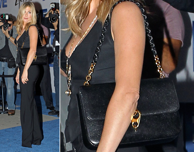 Jennifer Aniston usa bolsa