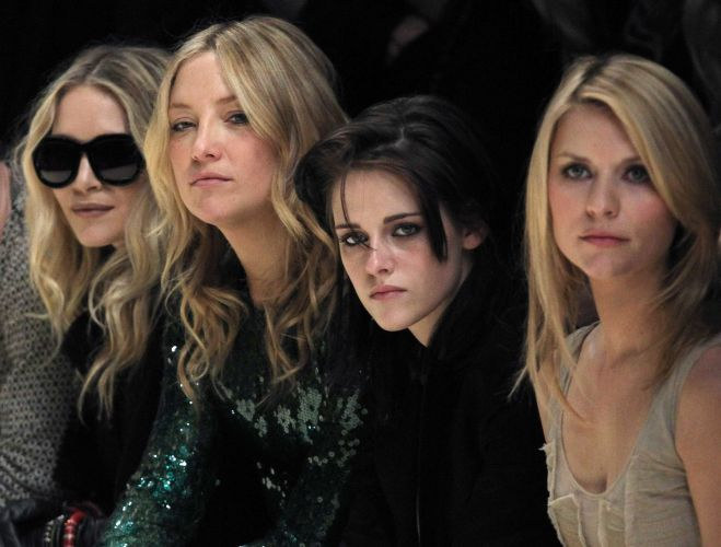 As atrizes Mary-Kate Olsen, Kate Hudson, Kristen Stewart e Claire Danes na primeira fila do desfile da Burberry Prorsum no quinto dia da semana de moda de Londres (23/02/2010)