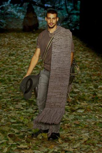 Cauã Reymond desfila para a Colcci no primeiro dia do São Paulo Fashion Week (17/01/2010)