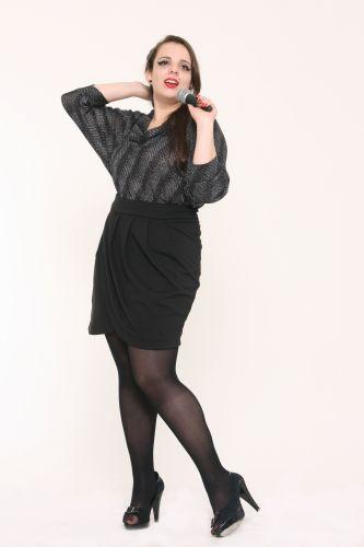 A modelo plus size Talita Kobal, 22, veste manequim 48 e encarnou a cantora Amy Winehouse, em ensaio homenageando a cantora morta em 23 de julho de 2011