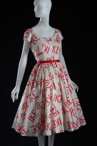 Kerr miranda loves floral pants forum buzz, Moss kate wears ziggy stardust fashion history