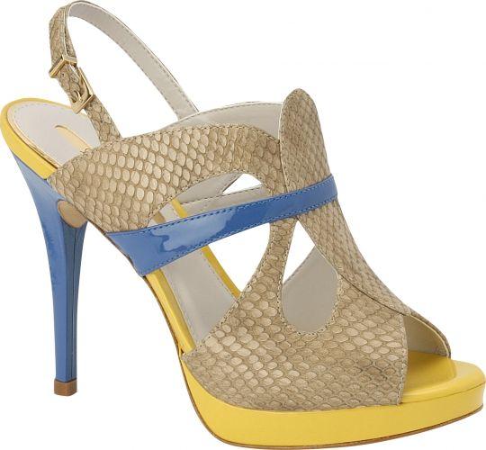 """0bdb28161e Entre os destaques destas novidades em calçados e acessórios estão o """"color  blocking"""""""