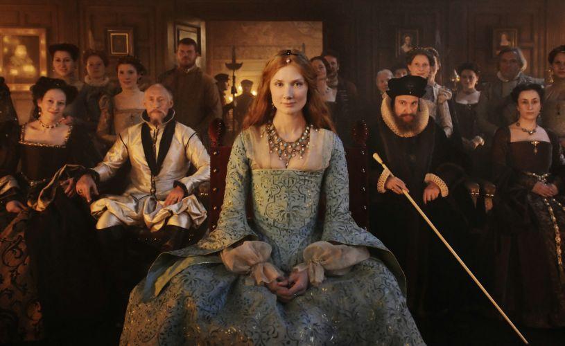 d36a11b58b8bf Na foto, a atriz Joely Richardson, que interpreta a rainha Elizabeth na  juventude, usa vestido imponente, ...