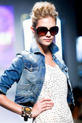 A Óculos Every Day apresenta modelo para o Inverno 2012 durante o segundo dia de Mega Polo Moda. O evento é realizado pelo famoso shopping atacadista do Brás, bairro de São Paulo conhecido pelas lojas de moda popular (28/02/2012)