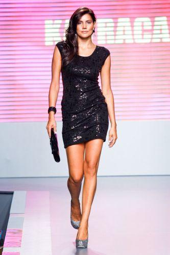 A ex-BBB Mariana Felicio apresenta look da Katraca para o Inverno 2012 durante o segundo dia de Mega Polo Moda. O evento é realizado pelo famoso shopping atacadista do Brás, bairro de São Paulo conhecido pelas lojas de moda popular (28/02/2012)