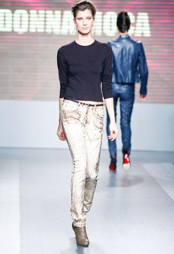 A Donna Moça apresenta coleção para o Inverno 2012 durante o segundo dia de Mega Polo Moda. O evento é realizado pelo famoso shopping atacadista do Brás, bairro de São Paulo conhecido pelas lojas de moda popular (28/02/2012)
