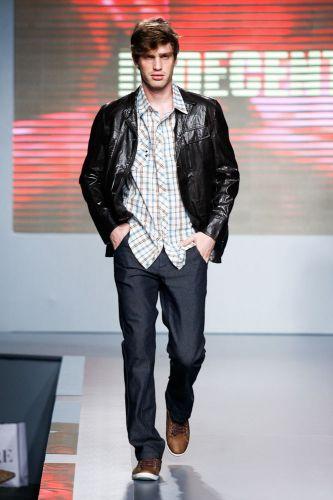 Indecent apresenta coleção para o Inverno 2012 durante o segundo dia de Mega Polo Moda. O evento é realizado pelo famoso shopping atacadista do Brás, bairro de São Paulo conhecido pelas lojas de moda popular (28/02/2012)