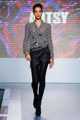 A Artsy apresenta coleção para o Inverno 2012 durante o segundo dia de Mega Polo Moda. O evento é realizado pelo famoso shopping atacadista do Brás, bairro de São Paulo conhecido pelas lojas de moda popular (28/02/2012)
