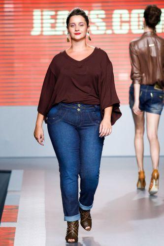 A Jeans.com apresenta coleção para o Inverno 2012 durante o segundo dia de Mega Polo Moda. O evento é realizado pelo famoso shopping atacadista do Brás, bairro de São Paulo conhecido pelas lojas de moda popular (28/02/2012)