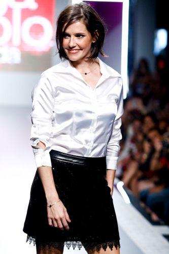 A atriz Deborah Secco fez três entradas na passarela do Mega Polo Moda, que mostrou as novidades dos atacadistas do Brás para o Inverno 2012 (29/02/2012)