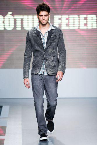 A Rótulo Federal apresenta coleção para o Inverno 2012 durante o terceiro dia de Mega Polo Moda. O evento é realizado pelo famoso shopping atacadista do Brás, bairro de São Paulo conhecido pelas lojas de moda popular (29/02/2012)