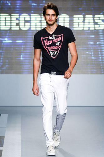 A Decreto Base apresenta coleção para o Inverno 2012 durante o terceiro dia de Mega Polo Moda. O evento é realizado pelo famoso shopping atacadista do Brás, bairro de São Paulo conhecido pelas lojas de moda popular (29/02/2012)