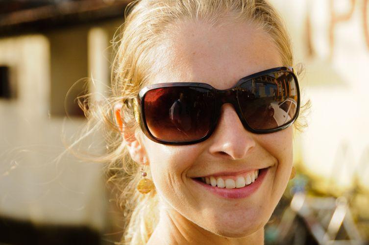 73a8e221db4 Liz Claiborne Oculos De Sol C Case Original Novo Importado R