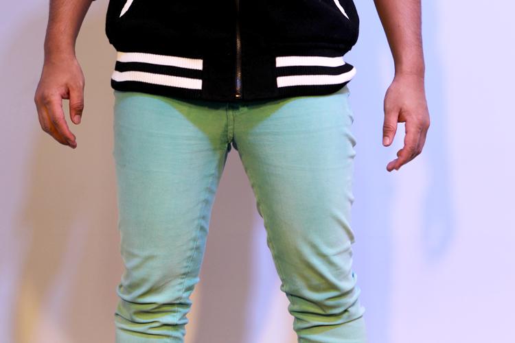 Koba prefere as calças mais justas