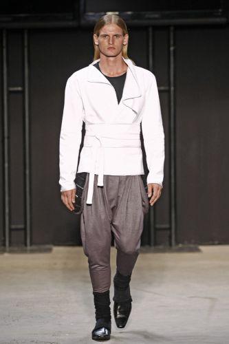 Akihito Hira apresenta coleção para o Inverno 2011 em desfile do concurso Rio Moda Hype, no primeiro dia de Fashion Rio (10/01/2011)