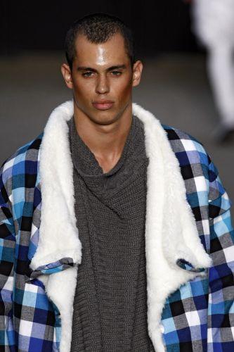 Alisson Rodrigues apresenta coleção para o Inverno 2011 em desfile do concurso Rio Moda Hype, no primeiro dia de Fashion Rio (10/01/2011)
