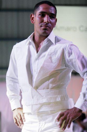 Desfile em Lima apresentou roupas criadas com papel higiênico e toalhas de  papel (24 4) Reuters Mais 9661116c47662