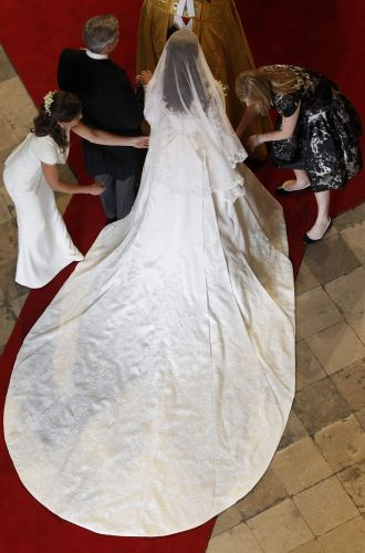 Vista de cima do vestido de Kate Middleton, com cauda longa, de 2,7m.