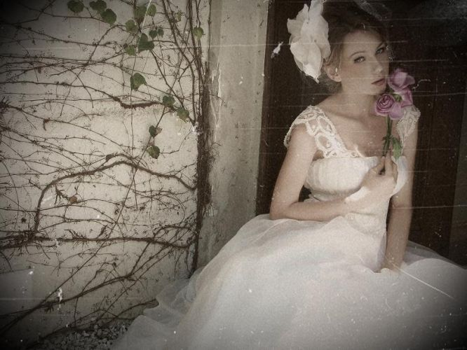 A estilista Emannuelle Junqueira é conhecida por seus modelos românticos, leves e fluidos