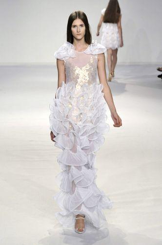 Gloria Coelho mostra em seus desfiles modelos que são sonho de consumo de noivas fashionistas