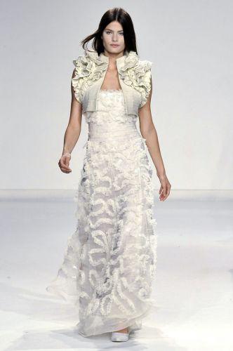 Gloria Coelho diz que procura adaptar o estilo de suas criações ao desejo das noivas que a procuram