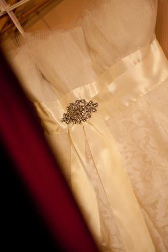 Lethicia Bronstein aposta em releiturar dos clássicos românticos com uma roupagem moderna nos vestidos que cria em seu ateliê