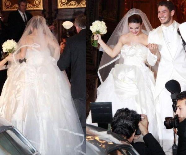 Sthefany Brito em tomara-que-caia volumoso Dolce & Gabbana ao fim da cerimônia de casamento com o jogador de futebol Alexandre Pato, em 2009