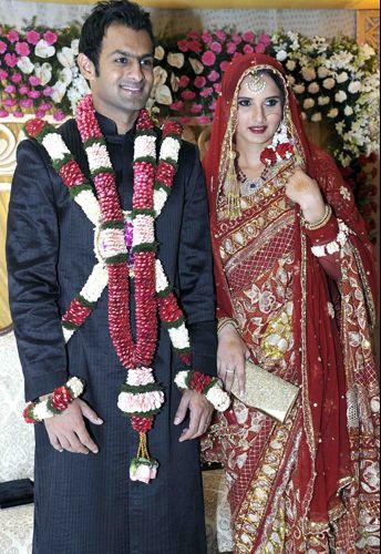 A tenista indiana Sania Mirza casou-se com o jogador de críquete paquistanês Shoiab Malik em vestido criado pelos irmãos Shantanu & Nikhil. A cerimônia aconteceu em Hyderabad, na Índia, em abril de 2010
