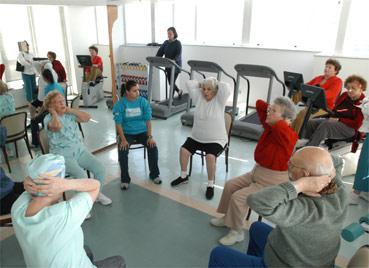 O estudo sugere que exercícios físicos podem ajudar pessoas com 50 anos ou mais a melhorar a memória - Folha Imagem