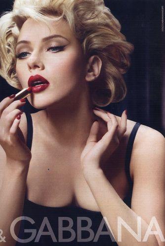 Scarlett Johansson é a garota-propaganda da temporada de primavera/verão da linha de cosméticos da grife Dolce & Gabbana