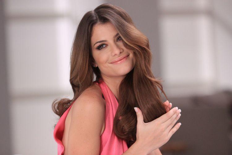 Alinne Moraes é a estrela da nova campanha da coloração Casting Creme Gloss, da L'Oréal. A atriz brasileira substitui Penélope Cruz como porta-voz do produto