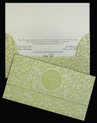 Modelo em papel Aspen 250g com impressão do texto em relevo americano dourado e envelope com impressão de folhagem vazada; R$ 637 (100 unidades), na Art Invitte